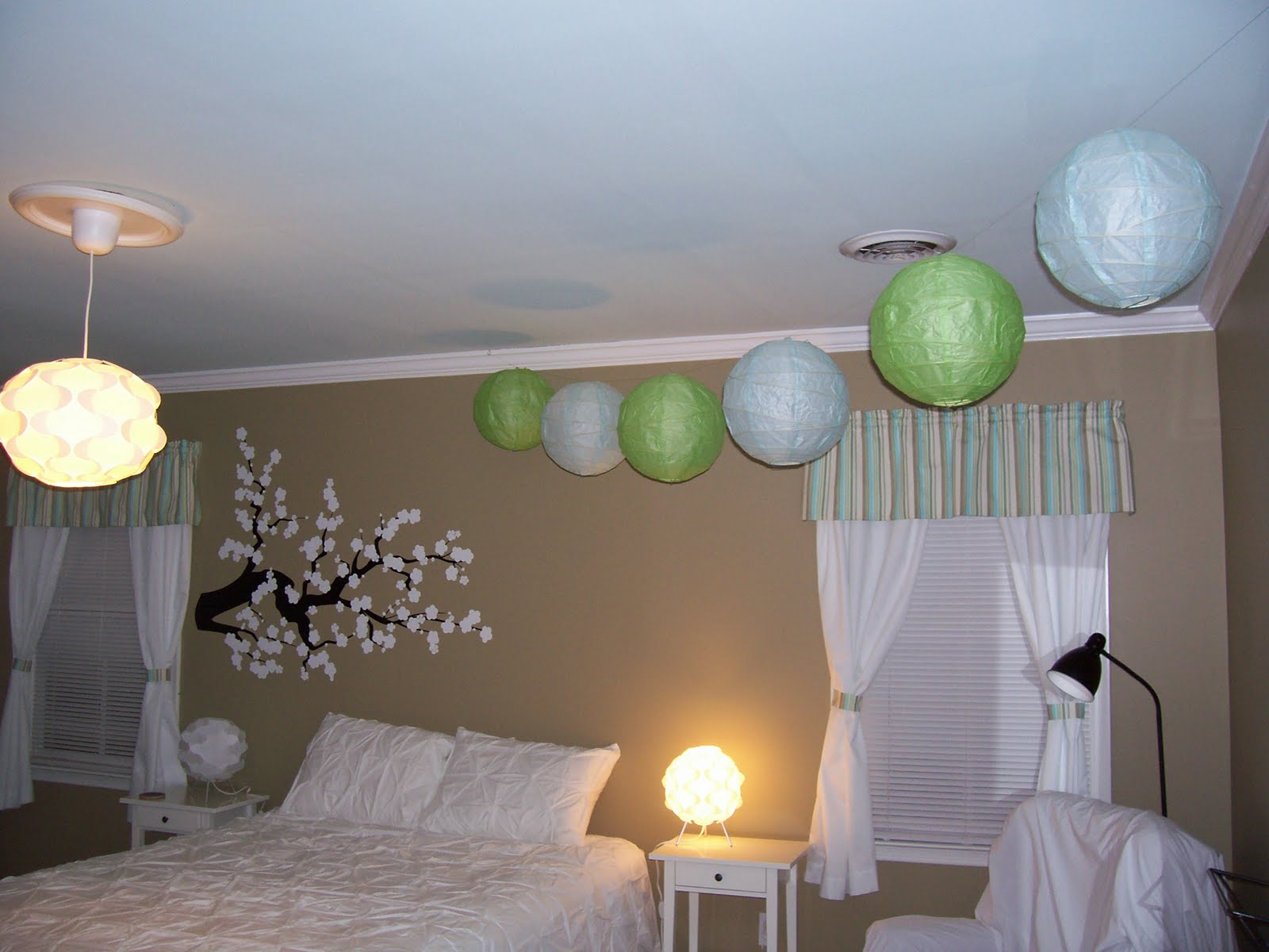 Leah In The South: Paper Lanterns