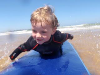 http://2.bp.blogspot.com/_F2Oa-mxpL4w/SiY6F62SqvI/AAAAAAAAAGw/bB0lwH-EF78/s320/Dylan+Surfing3.jpg