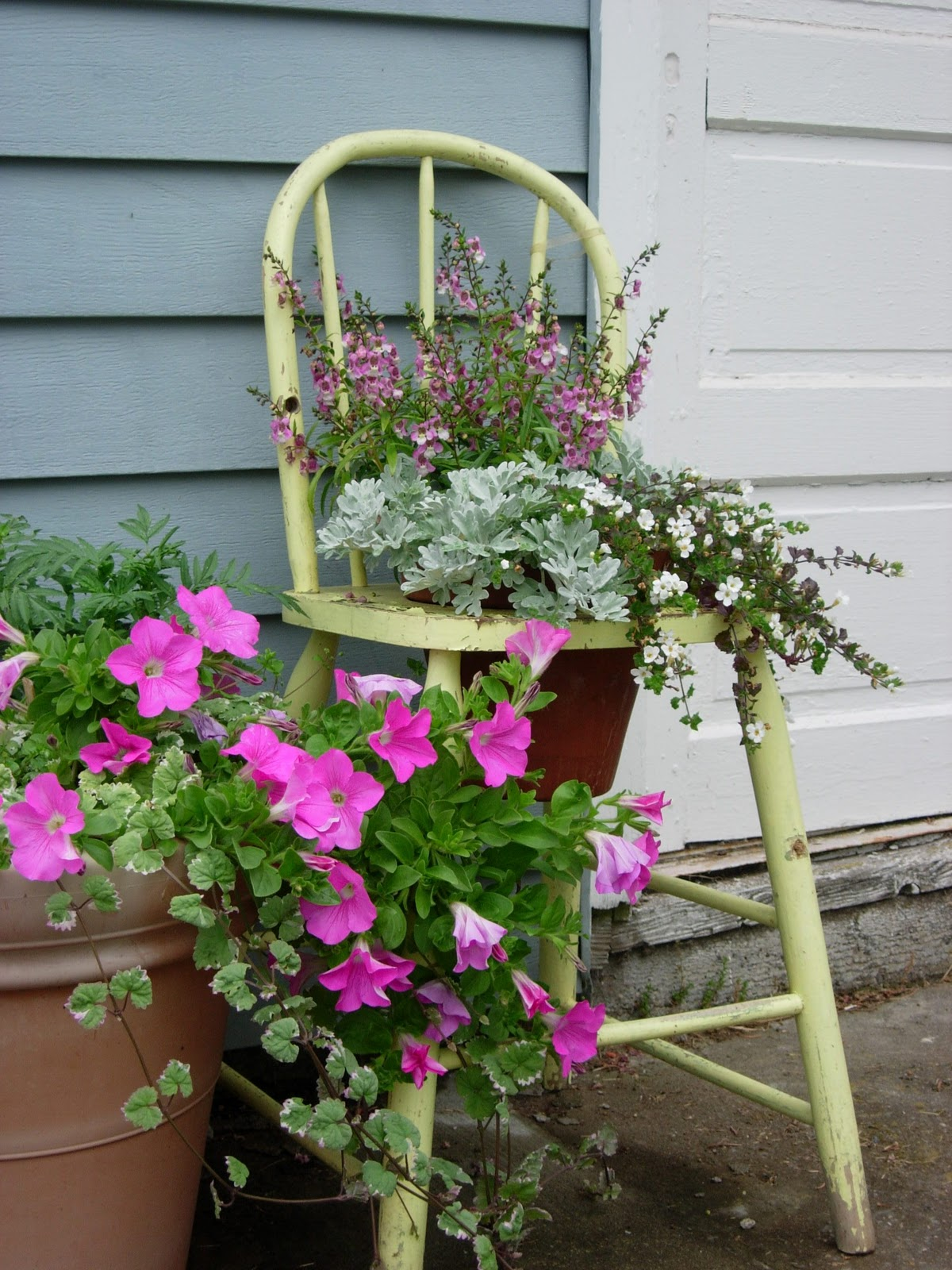 Vintage Metal Lawn Chairs >> Red Gate Farm: Blogiversary Week, Day 5 - Vintage in the ...