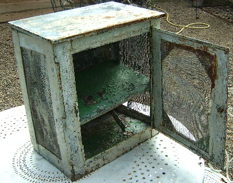 ancien garde manger en tole industriel loft atelier cuisine industriel. Black Bedroom Furniture Sets. Home Design Ideas