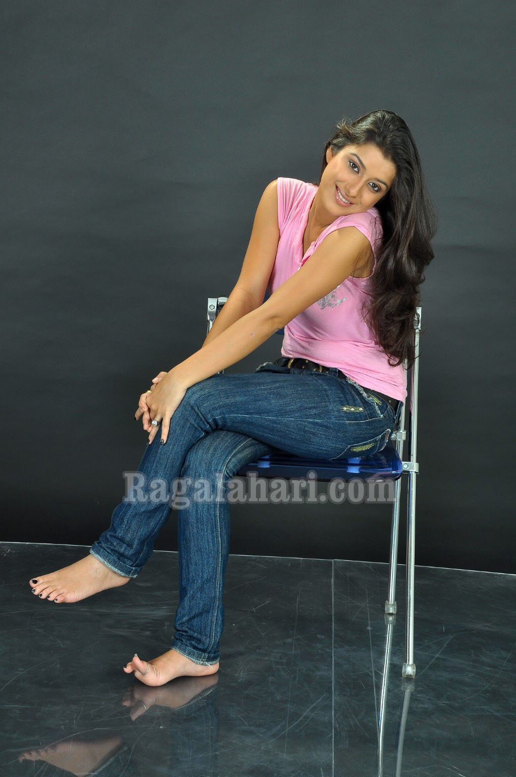Madhurima Barefoot In Jeans Again Indian Celeb Bare Feet Beauties