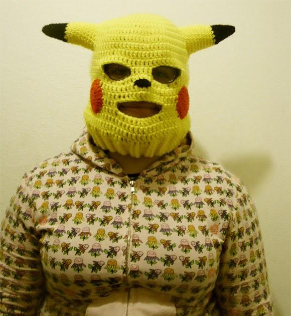 Gambar Lucu Topeng Pikachu Untuk Pemain Ski