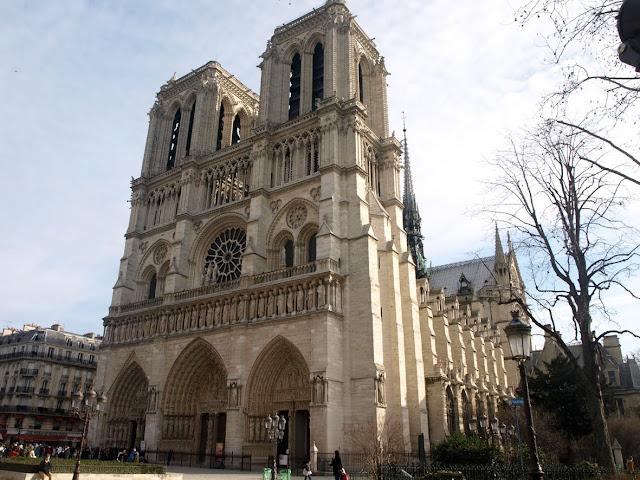 Fachada principal de Notre Dame de París