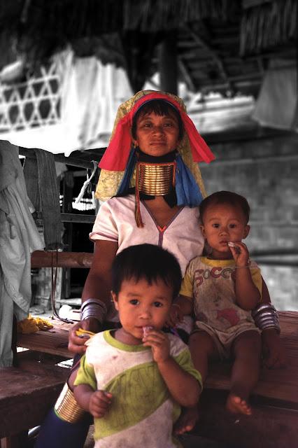 Familia Padaung en Tailandia
