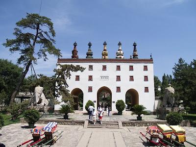 Entrada a uno de los ocho templos en Chengde
