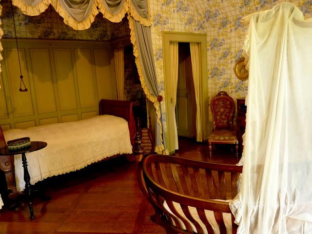 Dormitorio en el castillo de Oberhofen de Suiza