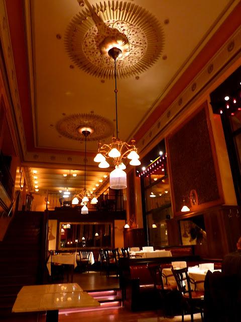 El interior del Café Central en Budapest