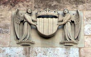 Àngels que sostenen un escut. ¿Quin?