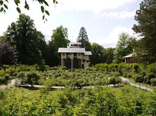 Casino, Rosengarten und Gärtnerhaus auf der Roseninsel im Starnberger See