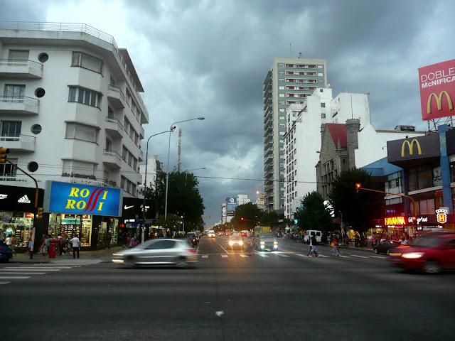 Centro de Mar del Plata con nubes cubriendo el cielo