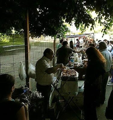 Vendedor de pastelitos en Recoleta,Buenos Aires