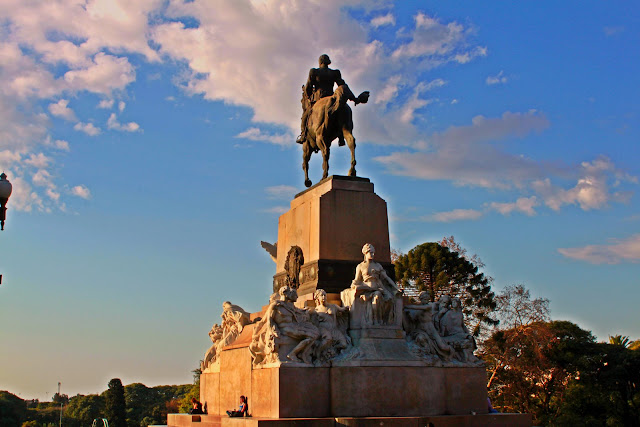 Monumento a Mitre