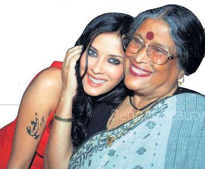 Nandana sen with her mother Nabanita Deb Sen