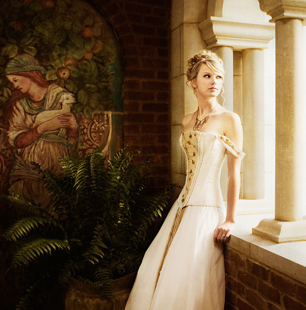 bride fashion taylor swift hairstyle in love story