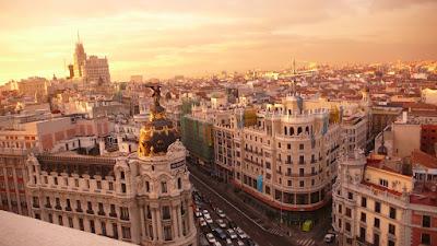 En la confluencia de la calle de Alcalá con la Gran Vía se encuentra el  Edificio Metrópolis a444120184e