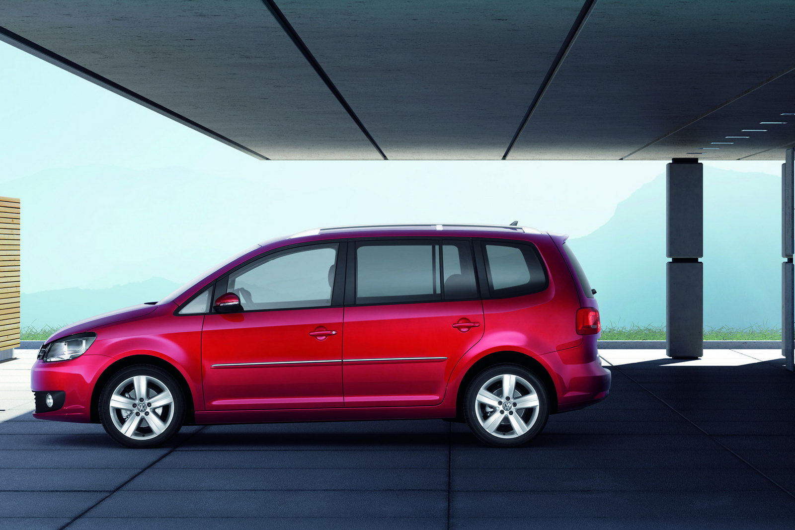 Volkswagen Group Latest Models >> 2011 Volkswagen Touran 7-Seater MPV Receives Second Mid ...