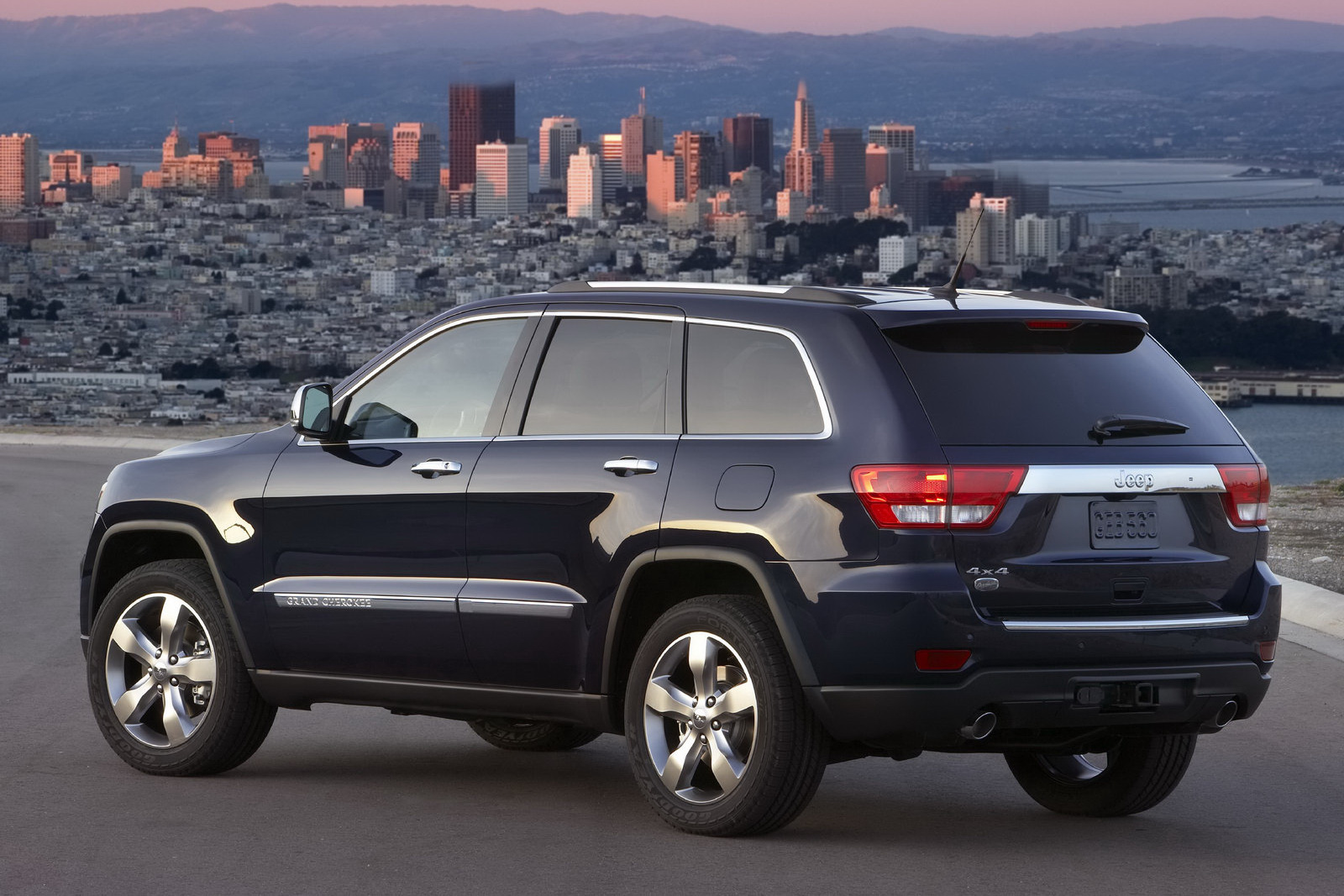jeep releases new photos and video of 2011 grand cherokee. Black Bedroom Furniture Sets. Home Design Ideas