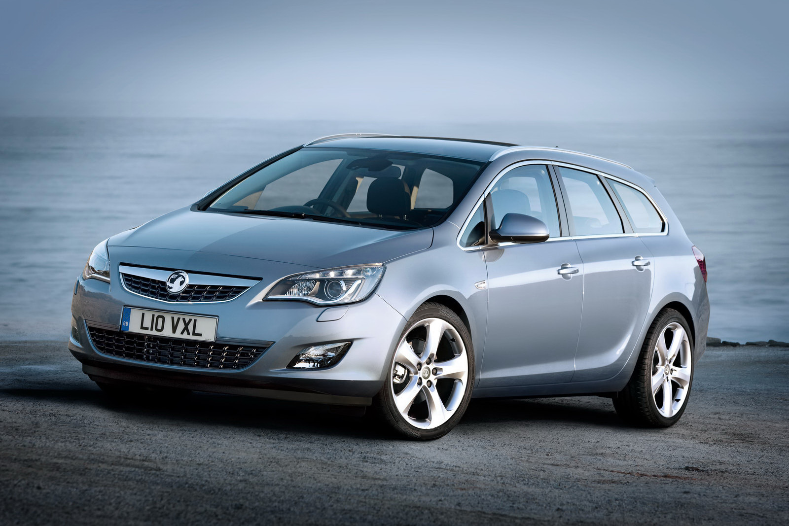 Auto Cars 2011 2012: New Opel Astra Sports Tourer Unveiled ...