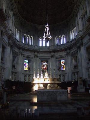 inside the Duomo di Como