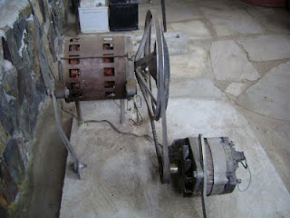 f58b11d1551 Foi este aparelho que era impulsionado com uma bicicleta de ginástica  ligada por uma correia ao volante mais pequeno