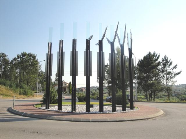 """Monumento o """"voo dos anjos"""" em Vila Nova de Poiares"""