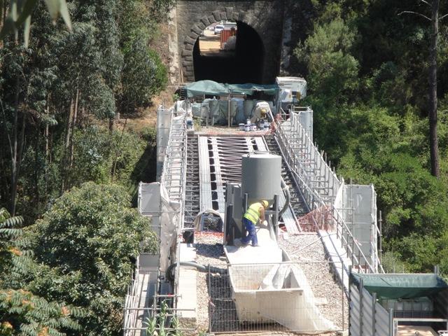 Ponte sobre o Rio Dueça, em obras de reparação e manutenção, situada junto à ETAR de Miranda do Corvo.