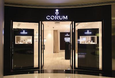 59d7aa549510 Posizionata nel famoso centro commerciale Plaza 66, la nuova boutique è  stata aperta in partnership con Swiss Prestige, l azienda di promozione ...