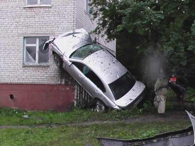 Mais comment a-t'il fait son compte ?!?! Car_crashes_001