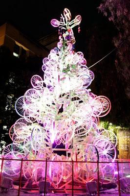 Árvore de Natal feita com 100 bicicletas 18