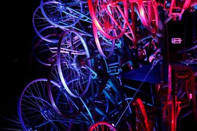 Árvore de Natal feita com 100 bicicletas 32