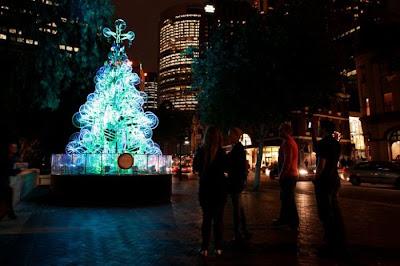 Árvore de Natal feita com 100 bicicletas 30