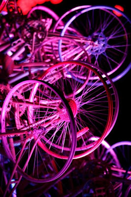Árvore de Natal feita com 100 bicicletas 28