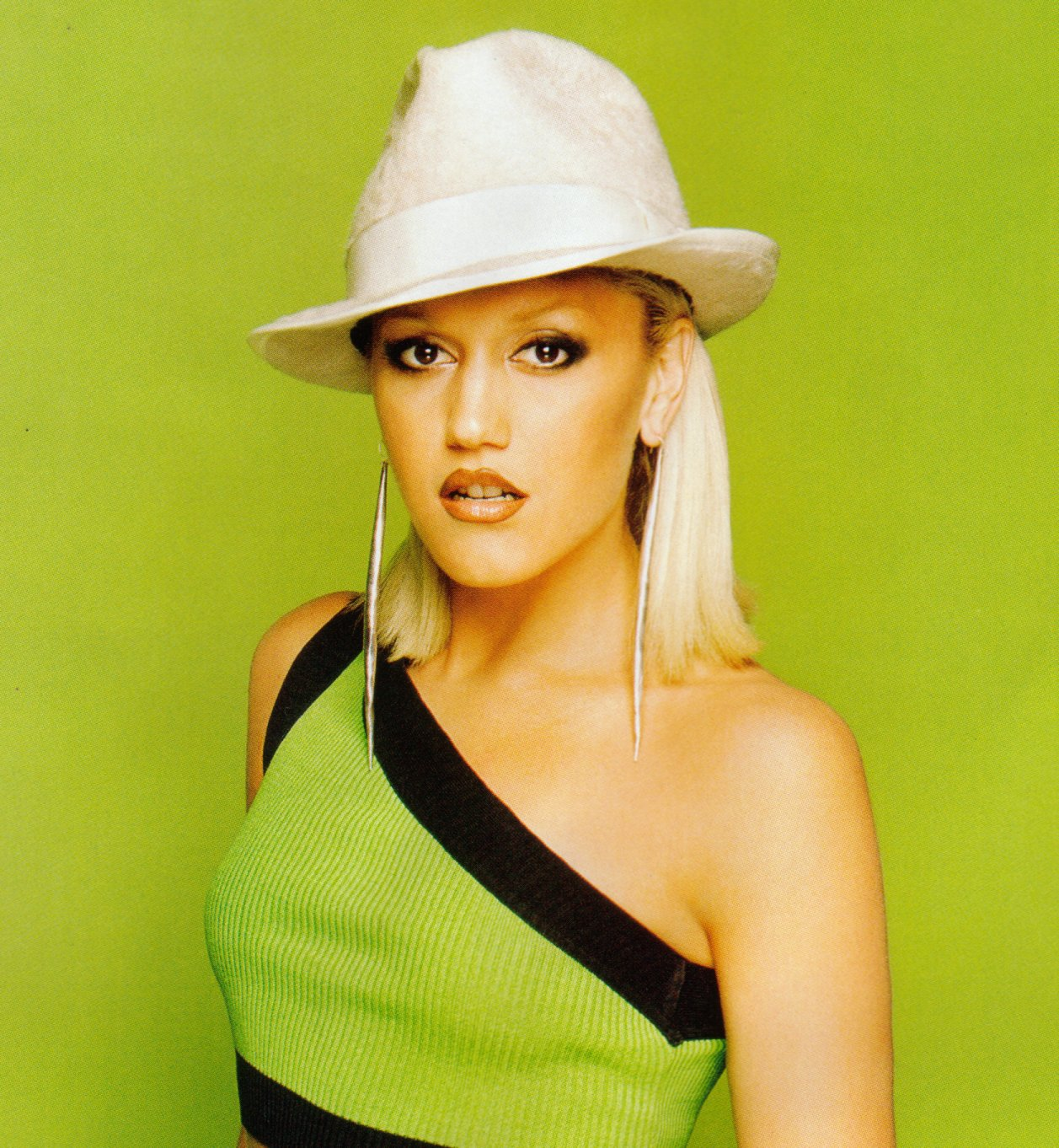 Sexy Female Singer Gwen Stefani Pictures-1373