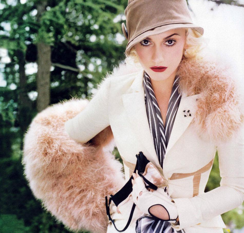 Sexy Female Singer Gwen Stefani Pictures-9440