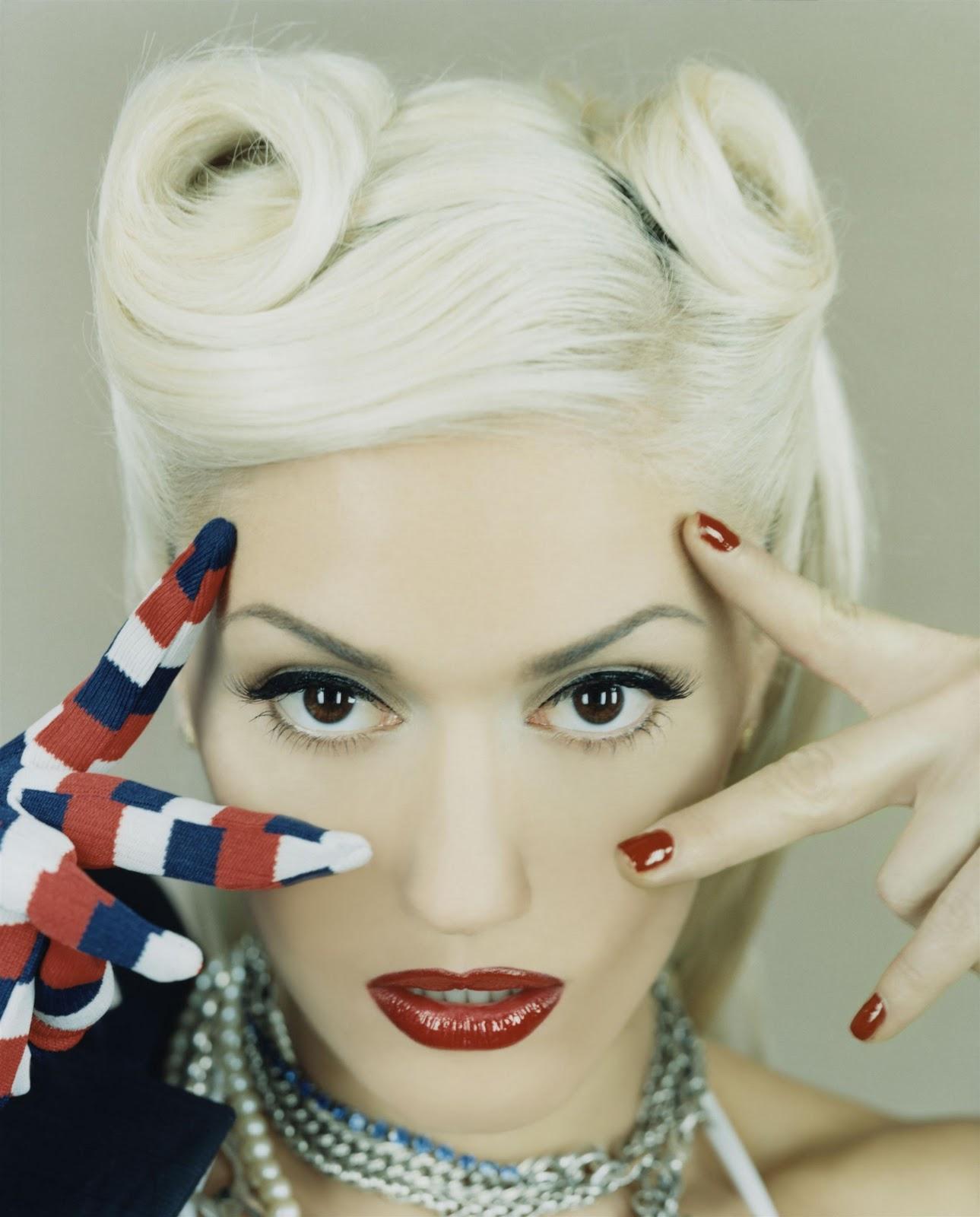 Sexy Female Singer Gwen Stefani Pictures-3564