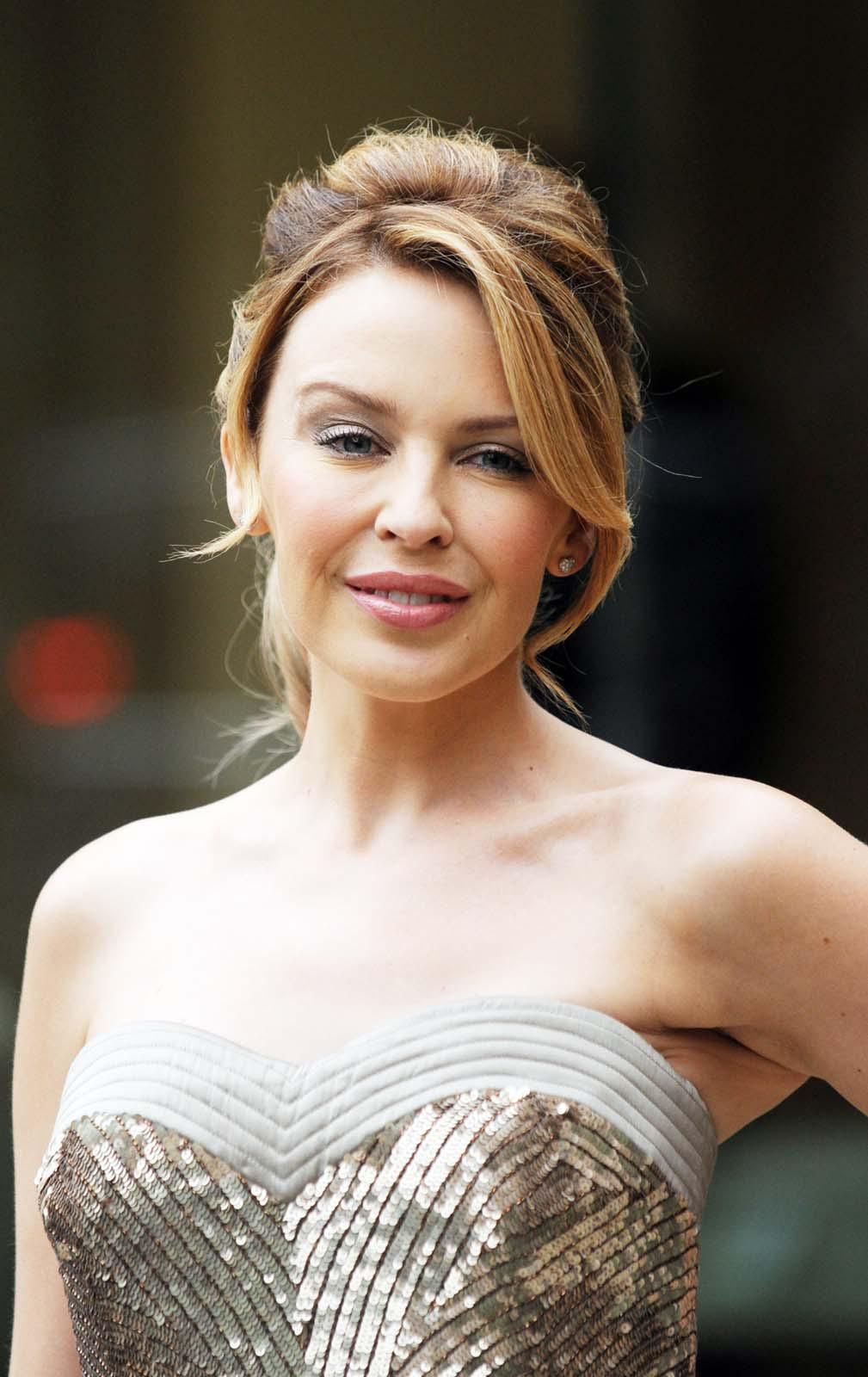 Kylie Minogue Gives Superfan Pricelesssurprises As She