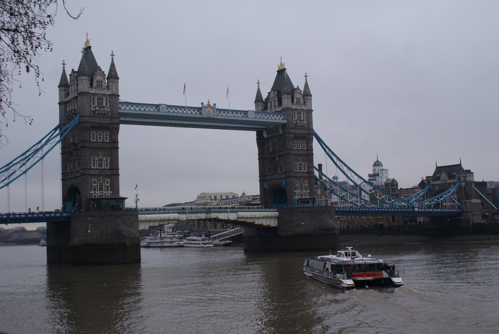 Apabila Keyboard Ku Berbunyi...: London Bridge Is Falling