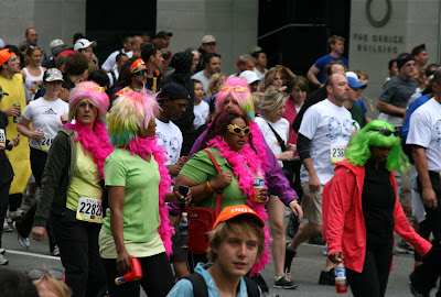 Colourful wigs Bay to Breakers 2010