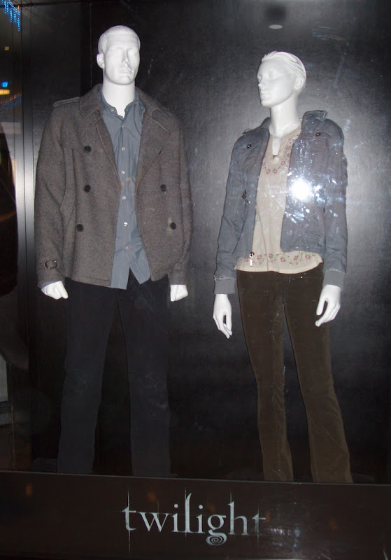 Robert Pattinson and Kristen Stewart Twilight movie costumes