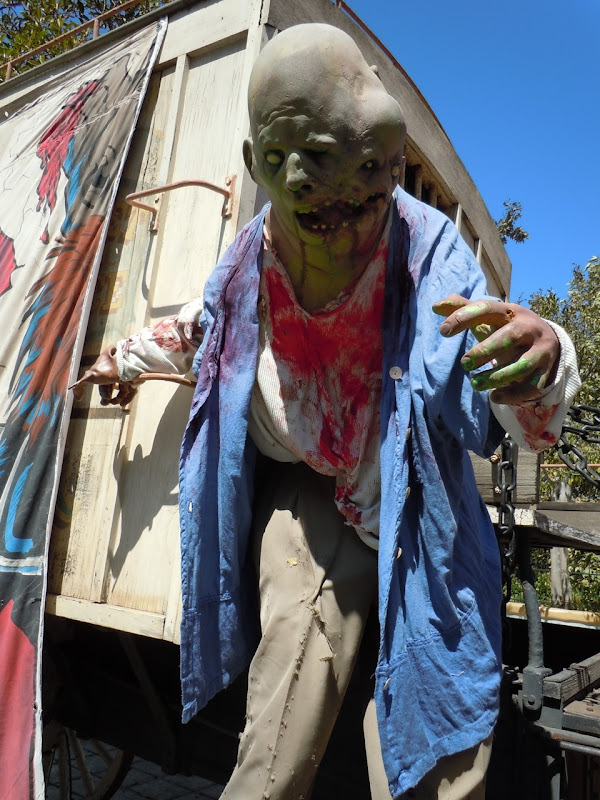 Universal Halloween two headed ghoul