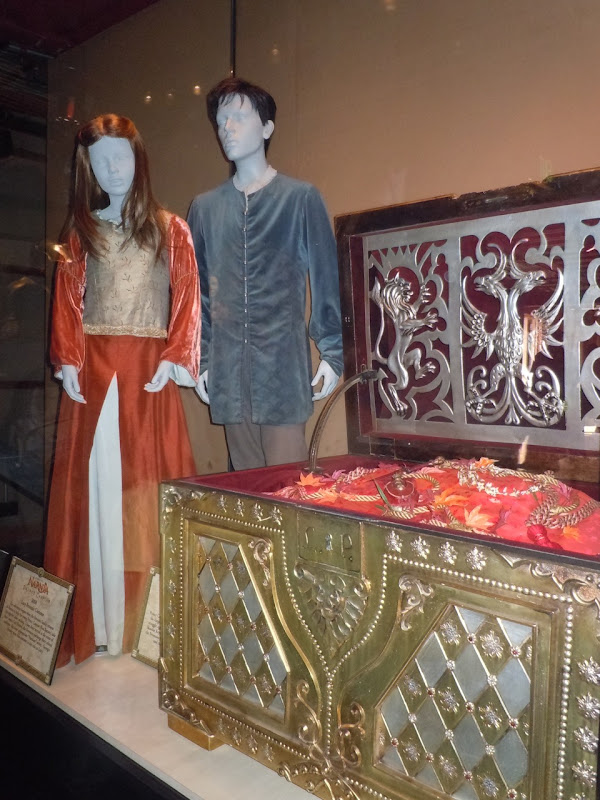 Lucy and Edmund Narnia movie costumes and props