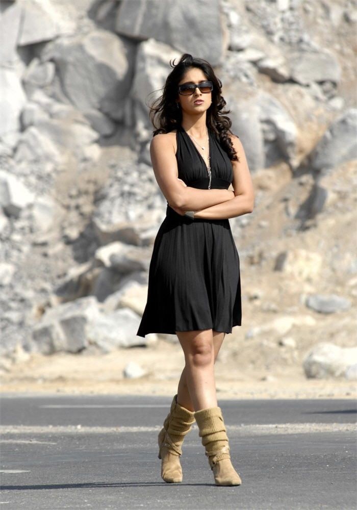 Nayanatara Cute Wallpapers Film Actress Photos Ileana Hot Leg Show In Black Skirt