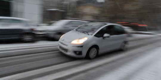 l 39 info technologique et automobile vue par alain conseils pour rouler sur la neige et le verglas. Black Bedroom Furniture Sets. Home Design Ideas