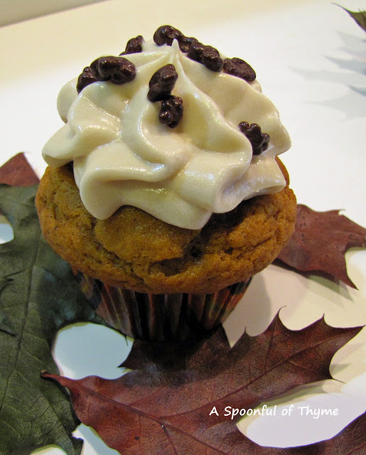 A Spoonful Of Thyme: Pumpkin Cupcakes With Maple Cream