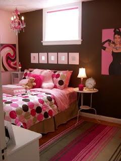 Diferentes tonos de rosa en una habitación