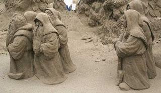 escultura de arena, enanos de arena