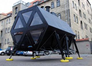 Casa robotica que camina Robot- walking home