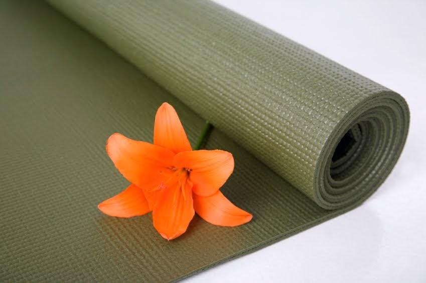 3 Healthy Chicks Keep Your Yoga Mat Clean