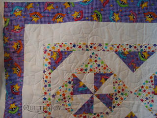 Stars and Loops edge to edge design - QuiltedJoy.com