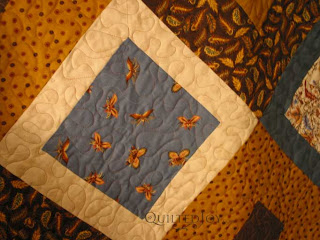 Bumble Bees, quilted by Angela Huffman - QuiltedJoy.com